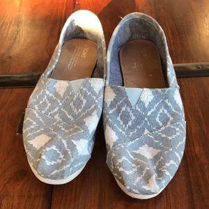TOMS Shoes 👟
